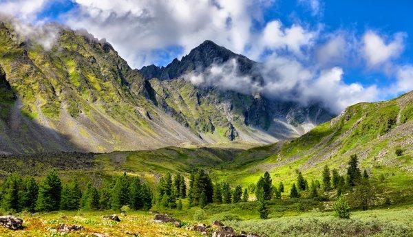 depositphotos_119451056-stock-photo-mountain-landscape-at-edge-of